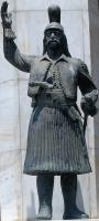 Aγαλμα του Θεόδωρου Κολοκοτρώνη στην κεντρική πλατεία