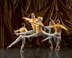 Ballet_de_Lorraine_M._Cunningham_SOUNDDANCE-10LaurentPhilippe_Medium.jpg